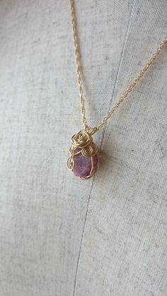 ルビー、ワイヤーラッピング Gold Necklace, Jewelry, Gold Pendant Necklace, Jewlery, Jewels, Jewerly, Jewelery, Gold Bar Necklace, Accessories