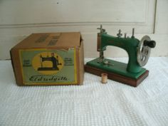 il_fullxfull.357469821_7pht.jpg (1500×1125) Eldredgette child's sewing machine made by National Sewing Machine Co.