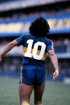 Maradona... un símbolo, su figura con el 10 en la camiseta! Neymar Football, Football Shirts, World Football, Soccer World, History Of Soccer, Argentina Team, Salah Liverpool, Diego Armando, Legends Football