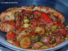 La meilleure recette de Rouelle de porc en sauce! L'essayer, c'est l'adopter! 5.0/5 (6 votes), 8 Commentaires. Ingrédients: 1,100 kg de rouelle 2 courgettes 2 oignons jaunes 1 oignon rouge 1 poivron rouge 1 poivron vert 1 poivron orange 3 gousses d'ail 1 bol de petits pois (ici surgelés) 2 boîtes de chair de tomates au basilic 1/2 cc de basilic Sel Poivre 250 ml de vin blanc Une 30 aine d'olives vertes dénoyautées Laurier Filet d'Huile d'olive