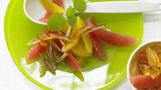 Zitrusaromen mit zuckersüßer Trockenfrucht im perfekten Zusammenspiel: Orangen-Grapefruit-Salat mit Dattelstreifen   http://eatsmarter.de/rezepte/orangen-grapefruit-salat