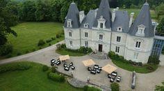 A proximité de Nantes, le Château Le Saz est un lieu magique et plein de charme qui vous propose de fêter une noce idyllique. La féérie de sa décoration intérieure et la majesté de son parc raviront vos convives lors de votre réception de mariage
