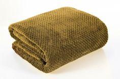 Svetlo hnedá deka Ricky je dostupná v 4 rozmeroch: 70x140, 150x200, 170x210, 220x240 cm.