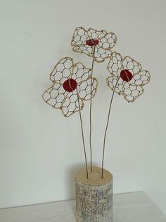 bouquet de fleurs, réalisation en grillage ficelle de lin et bouton