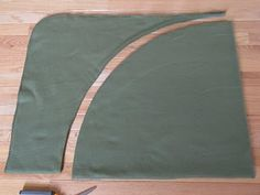 making a no sew tree skirt and stocking from fleece blankets!