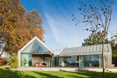 """Vista general. """"House of four houses / Cuatro casas en una vivienda"""" por PROD Architecture & Design. Fotografía © João Morgado. Señala encima de la imagen para verla más grande."""