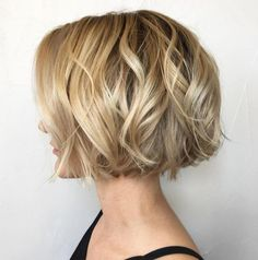 Jaw-Length Wavy Blonde Bob feines haar blond 100 Mind-Blowing Short Hairstyles for Fine Hair Wavy Bob Hairstyles, Thin Hair Haircuts, Haircut Short, Pixie Haircuts, Thin Hair Bob Haircut, Womens Bob Hairstyles, Easy Vintage Hairstyles, Bob Hairstyles For Round Face, Crop Haircut