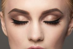 The Stir-12 Eyeliner Hacks That Will Change Your Makeup Game Forever (PHOTOS)