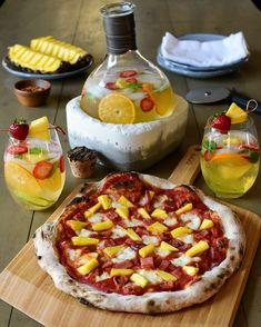 """Pineapple on pizza? It is a touchy subject that really seems to divide people. So, on International #HawaiianPizzaDay 2020, I ask you one simple question: """"does pineapple belong on pizza?"""" LMK #Ooni #Oonified #Pizza #pizzaoven Pineapple Pizza, Hawaiian Pizza, Vegetable Pizza, Trust, Cooking Recipes, Football, Wine, This Or That Questions, Simple"""