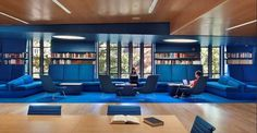 Princeton University Julian Street Library - Designed by New York architect Joel Sanders, the Princeton University Julian Street Library received a seriously blue makeover. The historic buildi. University Interior Design, Corporate Interior Design, Interior Design Colleges, Interior Design Awards, Office Space Design, Workspace Design, Library Design, Street Library, Modern Library