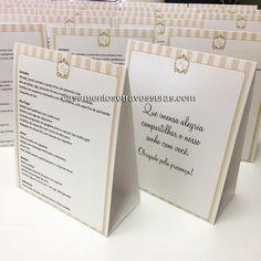 Cardápios modelo prisma 4 com mensagem no verso!  compre pelo site: casamentosetravessuras.com personalizamos para sua festa!  #casamentosetravessuras #cardapios #personalizados #festapersonalizada #noivas #noivas2017 - Lembrancinhas de Casamento Convites Aniversário 15 anos Formatura etc.