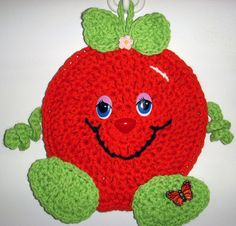 Crochet Happy Apple, wall Deco, by Jerre Lollman Crochet Hot Pads, Crochet Towel, Crochet Potholders, Crochet Applique Patterns Free, Crochet Motif, Knit Crochet, Crochet Wall Hangings, Crochet Leaves, Crochet Decoration
