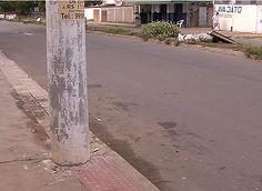 Motorista com sinais de embriaguez perde controle e bate carro em poste +http://brml.co/1G9v8Px