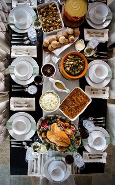 We cooked up a warm and wonderful Thanksgiving dinner this year at the Grateful studio. Take a peek behind the scenes of our holiday video for some mouthwatering menu inspiration! Thanksgiving Dinner Plates, Thanksgiving Parties, Thanksgiving Recipes, Thanksgiving Decorations, Christmas Recipes, Holiday Recipes, Dinner Sets, Dinner Table, Iftar