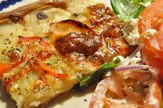 Lækker sprød kartoffelpizza med rugmel, bacon, løg og skinke