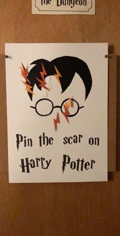 Pin the Scar on Harry Potter - Harry Potter Halloween Part .- Pin die Narbe auf Harry Potter – Harry Potter Halloween-Party – Fashionhome Pin the scar on Harry Potter – Harry Potter Halloween Party – Fashionhome, - Baby Harry Potter, Harry Potter Baby Shower, Natal Do Harry Potter, Harry Potter Motto Party, Harry Potter Enfants, Harry Potter Thema, Harry Potter Fiesta, Harry Potter Halloween Party, Harry Potter Games
