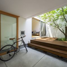 Backyard in a modern Japanese home nippon japan Di… Visit : Drinkmoringa. Interior Garden, Interior And Exterior, Interior Design, Architecture Courtyard, Interior Architecture, Style At Home, Casa Patio, Japanese Interior, House Entrance