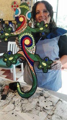 Iguanas en mosaiquismo Mosaic Garden Art, Mosaic Art, Mosaic Tiles, Mosaic Crafts, Mosaic Projects, Stained Glass Patterns, Mosaic Patterns, Geometric Shapes Art, Mosaic Rocks