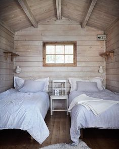 my scandinavian home: Island life: A Pared-Back Swedish Summer Cottage - basic yet pretty guest bedroom with twin beds Cosy Cottage, Swedish Cottage, Beach Cottage Decor, Irish Cottage, Witch Cottage, Yellow Cottage, Victorian Cottage, Beddinge, Blue And White Bedding