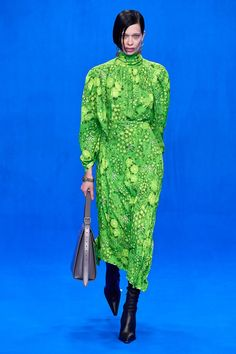Balenciaga Spring 2020 Ready-to-Wear Fashion Show - Vogue Fashion Week, Paris Fashion, Womens Fashion, Fashion Goth, Daily Fashion, Street Fashion, Vogue Paris, Balenciaga Spring, Mini Robes