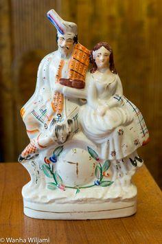 Suuri Staffordshire figuriini 1800-luvun lopusta. Cake, Desserts, Food, Pastel, Deserts, Kuchen, Cakes, Dessert, Meals