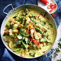 A healthier WW recipe for Prawn, split pea and vegetable curry ready in just Get the SmartPoints value plus browse other delicious recipes today! Prawn Recipes, Ww Recipes, Low Calorie Recipes, Curry Recipes, Side Dish Recipes, Healthy Recipes, Rice Side Dishes, Food Dishes, Vegetable Green Curry