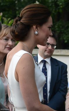 The Duke and Duchess of Cambridge concluded their first day in Poland at the picturesque Orangery in Łazienki Park.  In honour of the r...