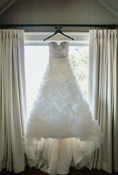 Wedding Photography - Tips for More Relaxed Wedding Photography Poses *** Continue with the details at the image link. Relaxed Wedding, Elegant Wedding Dress, Wedding Dj, Wedding Poses, Trendy Wedding, Wedding Stuff, Wedding Wall, Wedding Shot, Wedding Ideas