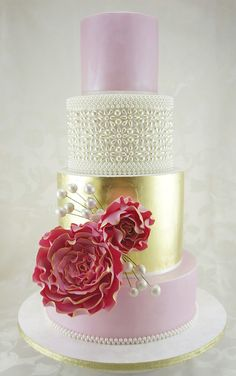 Eye-Catching Wedding Cake Inspiration. To see more: http://www.modwedding.com/2014/07/02/eye-catching-wedding-cake-inspiration-2/ #wedding #weddings #wedding_cake Featured Wedding Cake: Cakes 2 Cupcakes