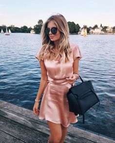 rose gold satin dress, perfect for valentine´s day