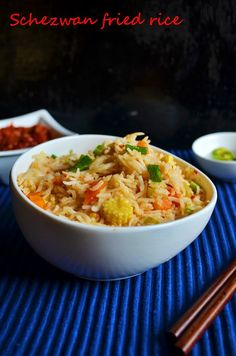 Homemade schezwan fried recipe: Schezwan fried rice,a fiery hot spicy rice with schezwan sauce,a very popular fusion dish,step by step recipe with homemade sauce recipe @ http://cookclickndevour.com/2013/06/schezwan-fried-rice-recipehow-to-make-schezwan-fried-rice-indo-chinese-recipes.html