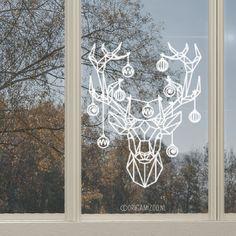 Geen zin in hele lieve en zoete tekeningen op je raam voor de kerst? Dan is dit dé raamtekening voor jou! Een hert, geïllustreerd door Origami Zoo, bestaande uit een lijnwerk voor een stoer kerstraam.