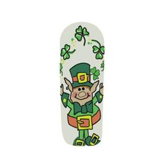 """Step-by-step tutorial on how to create these green """"Juggling Leprechaun"""" nails for St. Patrick's Day!"""