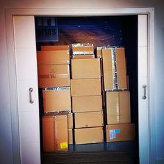 Otros tres palets de mercancía recién llegada... ya estamos dándole entrada y en las próximas horas estará disponible en nuestra tienda online ;-)