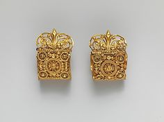 Pair of gold a baule earrings Date: century B. Culture: Etruscan Medium: Gold Dimensions: H. x cm) Classification: Gold and Silver Credit Line: Rogers Fund, 1959 Accession Number: This artwork is currently on display in Gallery 170 Ethnic Jewelry, Indian Jewelry, Jewelry Art, Gold Jewelry, Jewelry Accessories, Jewelry Design, Jewellery Box, Ancient Jewelry, Antique Jewelry
