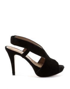 Sandalias negras en ante.  Los zapatos de Pedro Miralles son cómodos