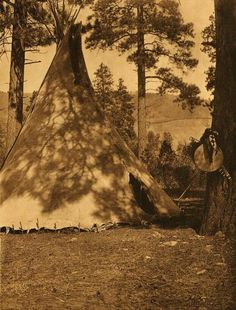 Flathead Buffalo-Skin Lodge (The North American Indian, v. Norwood, MA: The Plimpton Press, :: Featured Sets Native American Genocide, Native American Legends, Native American Tribes, Native American History, Native Americans, Usc Library, Historical Pictures, Digital Image, Earth Homes