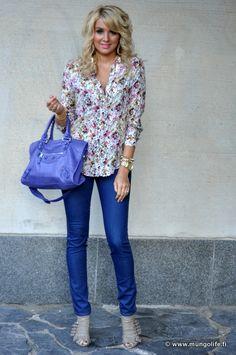 Floral shirt + royal blue... me like it!