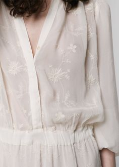 the floral embroidered dress//