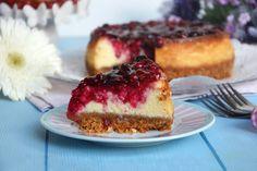 Il cheesecake ai frutti di bosco è un tripudio di colori e di sapori, un dessert con una base di biscotti croccante ed una cremosa farcia al