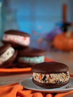 The Introduction Of Ice Cream Whoopie Pies.   WUT!? #BaskinRobbins
