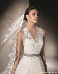 MAKENA - Wedding dress in garza with halter neckline Wedding Dress With Veil, Princess Wedding Dresses, One Shoulder Wedding Dress, House Dress, Unique Dresses, Bridal Gowns, Dream Wedding, Neckline, Boho