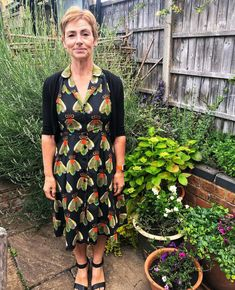 """Jacqui on Instagram: """"Sew Over It Vintage Shirt Dress in beautiful Lady McElroy cotton lawn. Love this make 😍 🐝 #sewing #sewingproject #sewingpatterns…"""" Sew Over It, Dress Sewing, Vintage Shirts, Lawn, Sewing Projects, Sewing Patterns, Wrap Dress, Beautiful Women, Shirt Dress"""