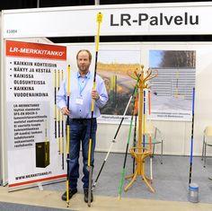 LR-PALVELU Oy esitteli Oulussa valmistettuja LR-Merkkitankoja, jotka sopivat kaikkiin merkintätarpeisiin kaupungeissa ja haja-asutusalueilla. Ne ovat helppoja ja nopeita asentaa kaikkiin kohteisiin: Kaapit, kaivot, venttiilit, purku – ja täyttöputket, reittitangot (ei kaivamista). Taipuisina, näkyvinä ja kestävinä, ne eivät aiheuta henkilövahinkoja tieltä suistumistilanteissa, eivätkä ne vahingoita kohdetta esim. mekaanisen rasituksen johdosta. Lisätietoja: http://merkkitanko.fi