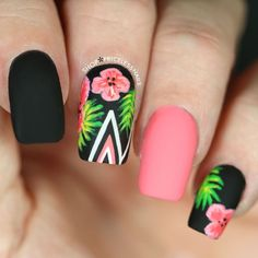 Tropical Floral Nails With Chevron Stripes summer nails nail nail art floral nails summer nails nail ideas summer nail art summer nail designs Nailart, Super Nails, Flower Nails, Trendy Nails, Diy Nails, Gel Manicure, Gel Nail, Nail Polish, Beauty Nails