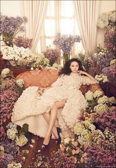 Increíble fotografía de Zhang Jingna http://www.cruzine.com/2012/12/04/fashion-photography-zhang-jingna/ #photo #fashion #flowers