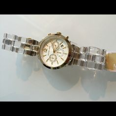 NWT MK6200 watch with Clear band NEW MICHAEL KORS AUDRINA GOLD MK6200 CLEAR ACETATE WHITE CHRONO WOMEN'S WATCH $275 Big watch and light band. Michael Kors Accessories Watches