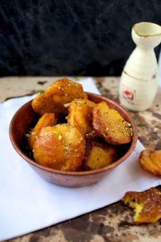 صب القفشة Sab El-gaf'sha - Kuwati sweet dumpling: fried dumplings that are prepared with gram flour, eggs, cardamom, and saffron