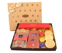 Small Boxed Festive Hamper of chocolate, cookies, dry fruit and candle Diwali Gift Box, Diwali Gift Hampers, Diwali Gifts, Diy Chocolate Wrapping, Fruit Hampers, Hamper Boxes, Chocolate Hampers, Rakhi Design, Gift Box Design