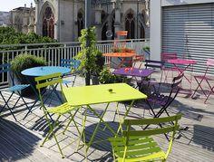 Mesas y sillas de coloridos increibles